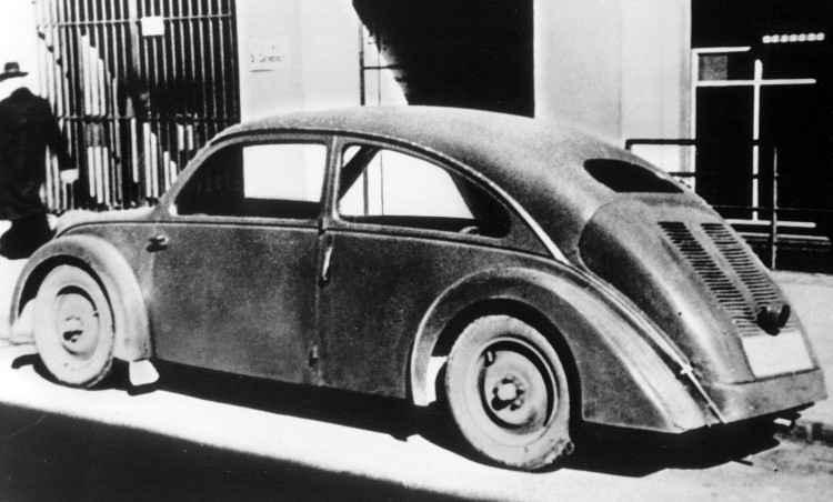 Este Porsche Tipo 32, feito para a NSU, é de 1933 e é considerado um precursor do Fusca; outro protótipo, o Tipo 12, projetado para a Zündapp, também é considerado um pré-Fusca, porém faltou dinheiro para essas empresas darem continuidade ao projeto  - Volkswagen/Divulgação