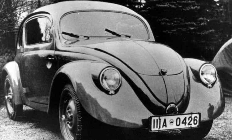 Uma das 30 unidades pré-série construídas entre 1936 e 1937 para testes de resistência, repare que não há para-choques e estribos, e a porta abre para trás - Volkswagen/Divulgação
