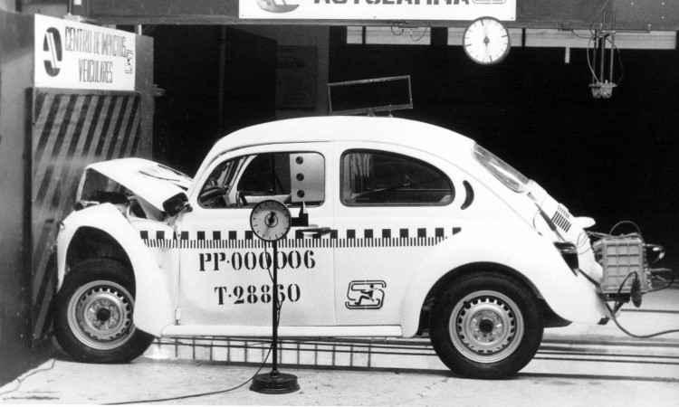 Teste de colisão frontal com o Fusca 1994 - Volkswagen/Divulgação