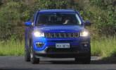 Motor 2.0 flex sente o peso do Jeep Compass, mas ainda assim dirigir o modelo é tarefa prazerosa