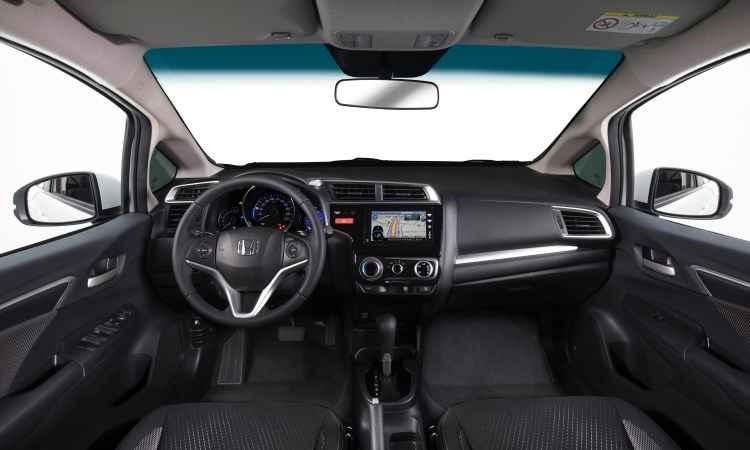 Interior é o mesmo do Fit, mas o do WR-V tem um friso horizontal no painel - Honda/Divulgação