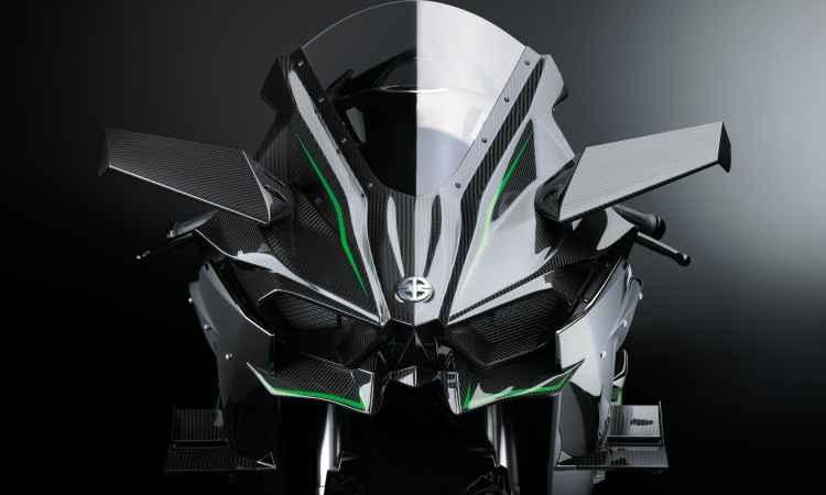 A aerodinâmica inclui asas e aletas para segurar a moto no chão - Kawasaki/Divulgação