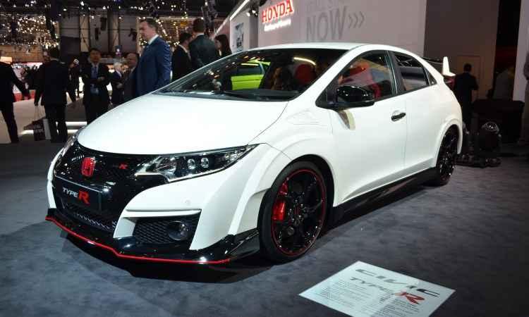No Estande da Honda destaque para o Civic Type R, equipado com motor 2.0 turbo de 310cv de potência e 40,7kgfm de torque - Fabrice Coffrini/AFP
