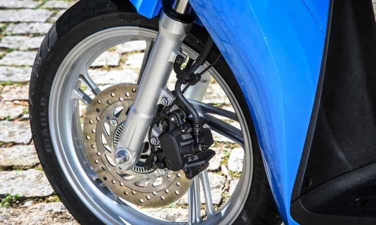 Os freios são a disco com sistema ABS - Ari Custódio/Honda/Divulgação