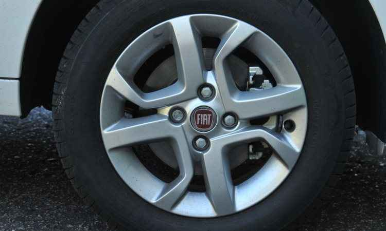 As rodas de liga-leve de 14 polegadas são opcionais -  Jair Amaral/EM/D.A Press