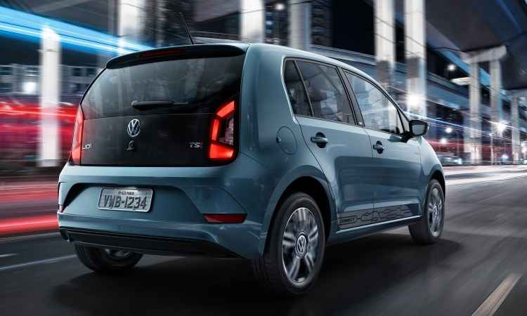 Nova versão traz retrovisores e teto pintados em preto, interior escurecido, faixas laterais e rodas de liga leve de 15 polegadas - Volkswagen/Divulgação