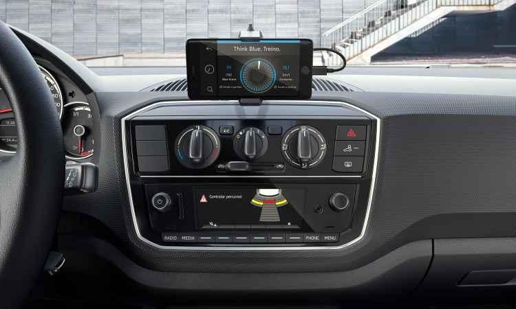 Sistema Composition Phone funciona conectado ao smartphone por meio de aplicativo - Volkswagen/Divulgação