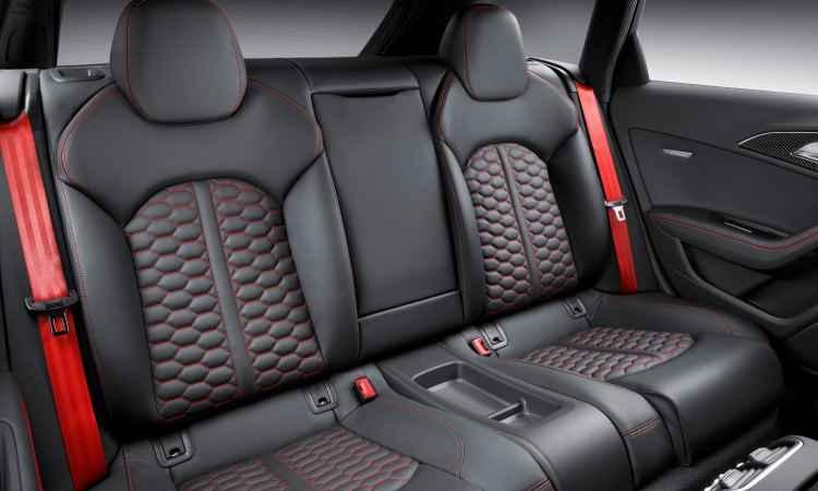 O banco traseiro é pensado propositalmente para duas pessoas, com muito conforto - Audi/Divulgação