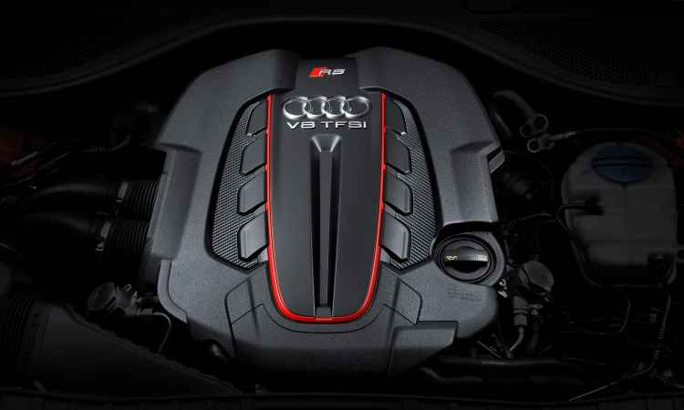 O motor fica escondido sob uma capa, mas mostra toda sua potência e torque com facilidade - Audi/Divulgação