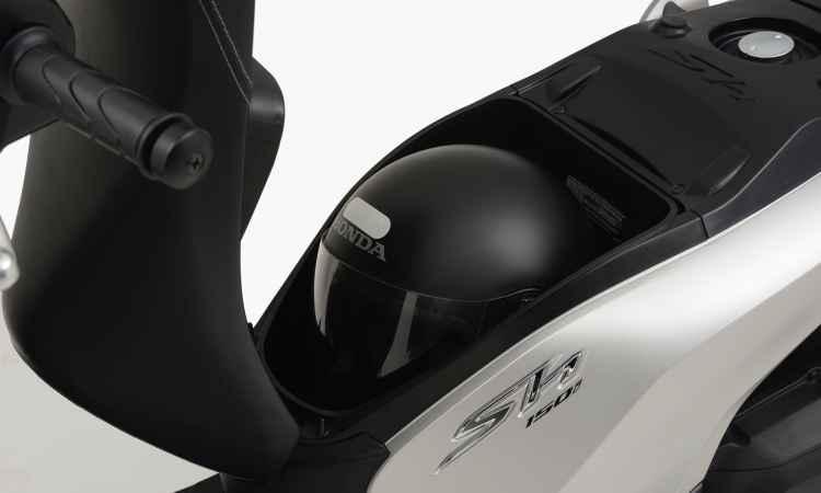 O capacete vai sob o banco - Honda/Divulgação
