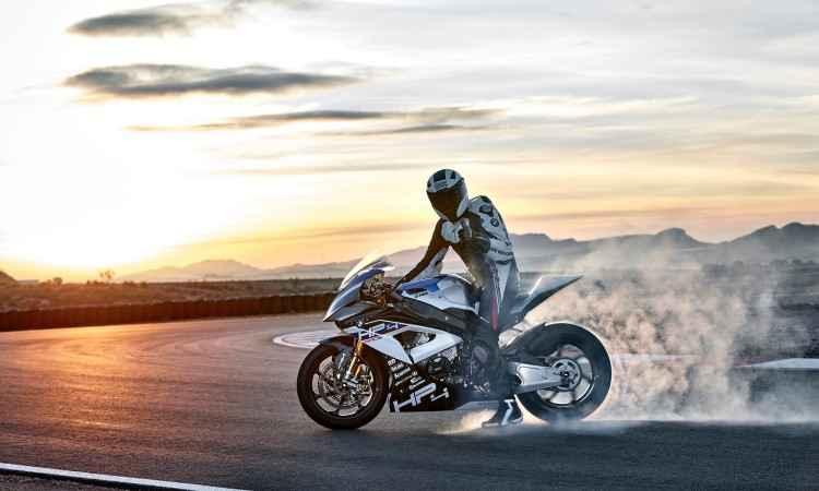 Para facilitar a pilotagem e tornar a moto um pouco menos arredia, o controle de largada ajuda - BMW/Divulgação