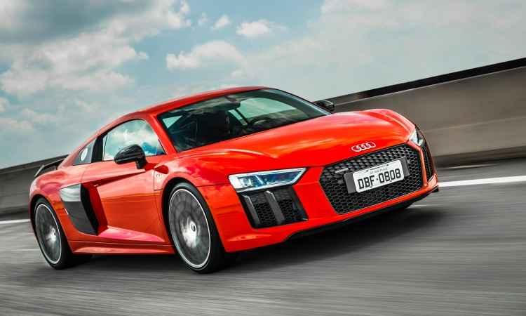 A carroceria é feita de alumínio e polímeros de fibra de carbono, 15% mais leve do que a geração anterior - Audi/Divulgação