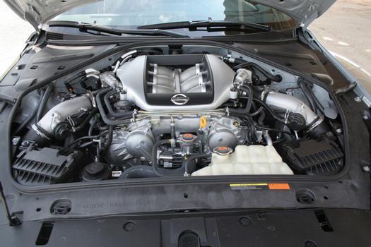 Motor V6 biturbo, com 485 cv de potência, faz o Nissan GT-R voar baixo