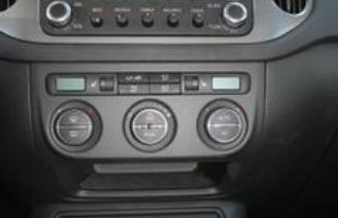 Quadro de instrumentos. Detalhes para os comandos do rádio CD Player MP3