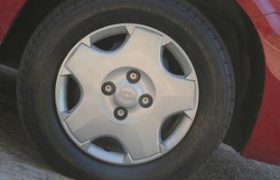Os pneus chineses, da marca Champiro, são difíceis de encontrar