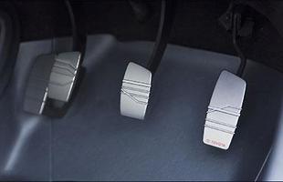 Nada de automatizados, modelo possui pedal da embreagem
