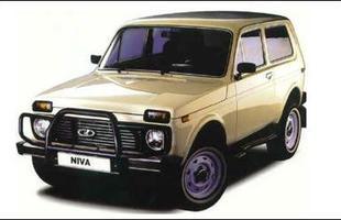 O Range Rover vermelho: Lada Niva possuia tração integral permanente como o SUV de luxo britânico