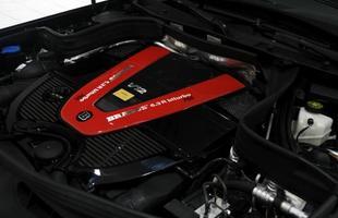O motor V12 6.3 biturbo é capaz de gerar estonteantes 760 cv e 137,6 kgfm de torque