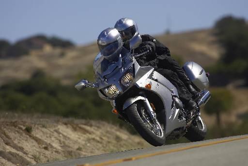 O bom desempenho é garantido pelo motor de 1.298 cm³ com 145cv de potência a 8.500rpm