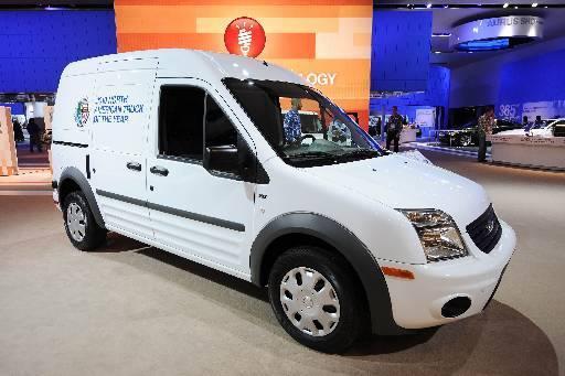 A Ford levou o Transit Connect, uma versão menor do furgão, equipada com tração dianteira e propulsão elétrica