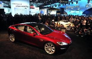 A Tesla levou ao Salão o Model S, o seu primeiro sedã
