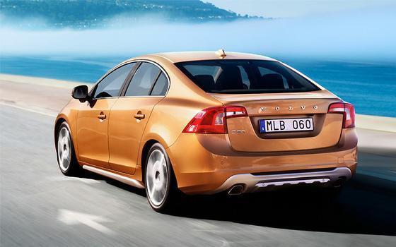 A versão T6 conta com um seis cilindros transversal de 3 litros e turbocompressor, capaz de levá-lo aos 100 km/h em apenas 6,5 segundos