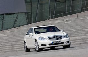 O S400 Hybrid é equipado com um V6 de 279 cv, que trabalha em conjunto com um motor elétrico de 20 cv