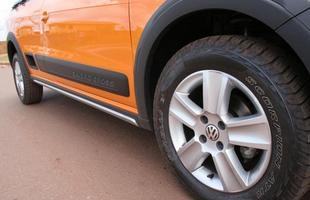 Rodas de liga leve aro 15 são calçadas com pneus de uso misto