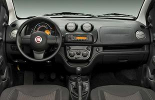O painel abusa de elementos circulares, como nos Fiat mais funcionais