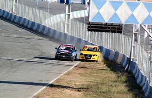 Miguel ganhou bandeira preta por ter tentado impedir uma ultrapassagem no lado contrário da pista, o que levou Felipe Ribeiro, no carro de nº 29 a rodar na pista e bater nas muretas