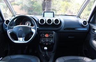 Citroën C3 Picasso Exclusive 1.6 X Honda Fit EX 1.5