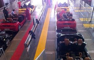 Plataforma de embarque e desembarque das Ferrari da montanha russa