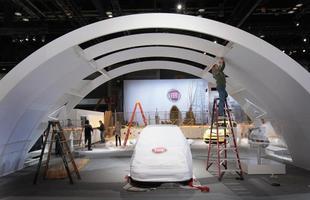 Fiat 500 ainda coberto antes da abertura do Salão de Chicago