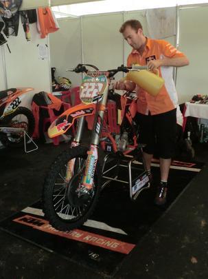 A KTM do atual campeÆo e l¡der da MX1, Antonio Cairoli