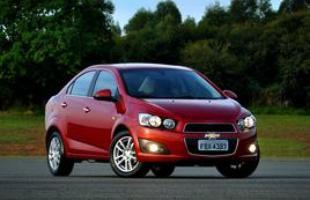 Chevrolet lança o Sonic no Brasil nas carrocerias hatch e sedã