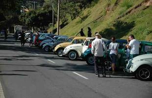 Amantes do Fusca fizeram uma carreta para marcar o início das comemorações do Dia Mundial do Fusca (foto: Thiago Ventura/Portal Uai)