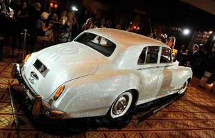 Rolls-Royce que foi coberto com cerca de 1.000.000 de cristais Swarovski será leiloado