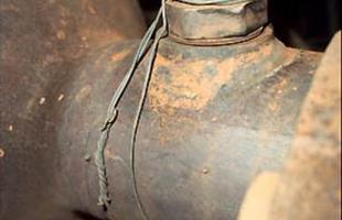 Gambiarras: Luiz ficou surpreso ao descobrir peças inferrujadas e presas com arames
