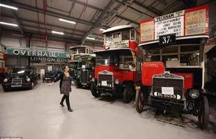 Os visitantes terão a oportunidade de ver como ônibus e táxis evoluíram ao longo dos anos. Em exibição estão os modelos de 1912, 1934 e os dias de hoje TX4