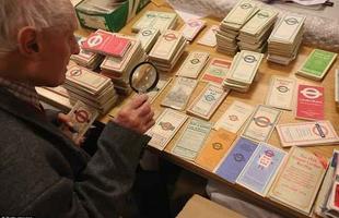 Ingressos, mapas e calendários fazem parte do transporte. Muitos são doados para a coleção do Museu