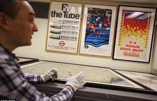 O London Transport Museum tem um arquivo enorme de mais de 5.000 cartazes que evidenciam o trâsito de Londres