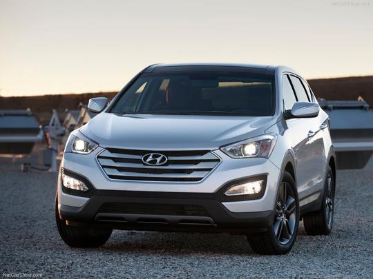 Sabe-se que, no Brasil, o utilitário terá um motor 3.3 V6 de 270 cv de potência, mas a Hyundai poderá surpreender os brasileiros com um moderno 2.0 Turbo com injeção direta de combustível, que também rende aproximadamente 270 cv