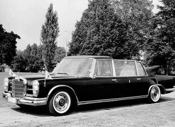 Mercedes Nürburg 460 Pullman foi o primeiro carro da marca usado por um Papa