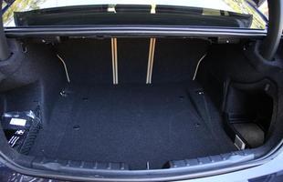 BMW 328I é eficiente na estrada e na cidade com câmbio de oito marchas