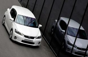 O compacto híbrido CT200h é comercializado no Brasil por R$149 mil