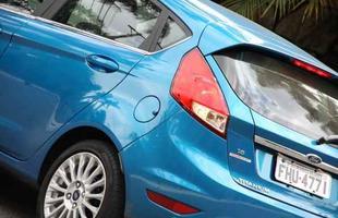 Marca do oval azul passa a produzir no Brasil o hatch, que ganhou retoques no visual e pacote de itens de série tentador, mas acabamento é mais pobre e preço, salgado (Fotos: Marlos Ney Vidal/EM/D.A Press)