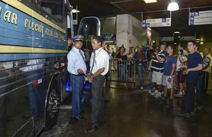 Busólogos foram conferir a chegada do clássico Flecha Azul na Rodoviária de Belo Horizonte. Ônibus vai fazer 65 viagens comemorativas pelo Brasil (Fotos: Thiago Ventura/EM/D.A Press)