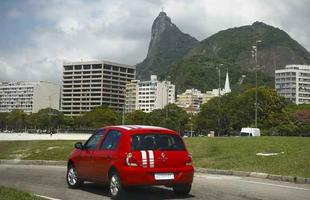 Novo Clio 2014 parte dos R$ 23,9 mil e ganhou sistema de luzes que indica hora certa de  trocar a marcha que ajuda motorista a economizar combustível