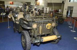 Carros antigos, viaturas militares e hot rods na Bienal do Automóvel 2013