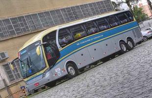 Ônibus Flecha de Ouro possui  carroceria NeoBus New Road N10 com pintura retrô